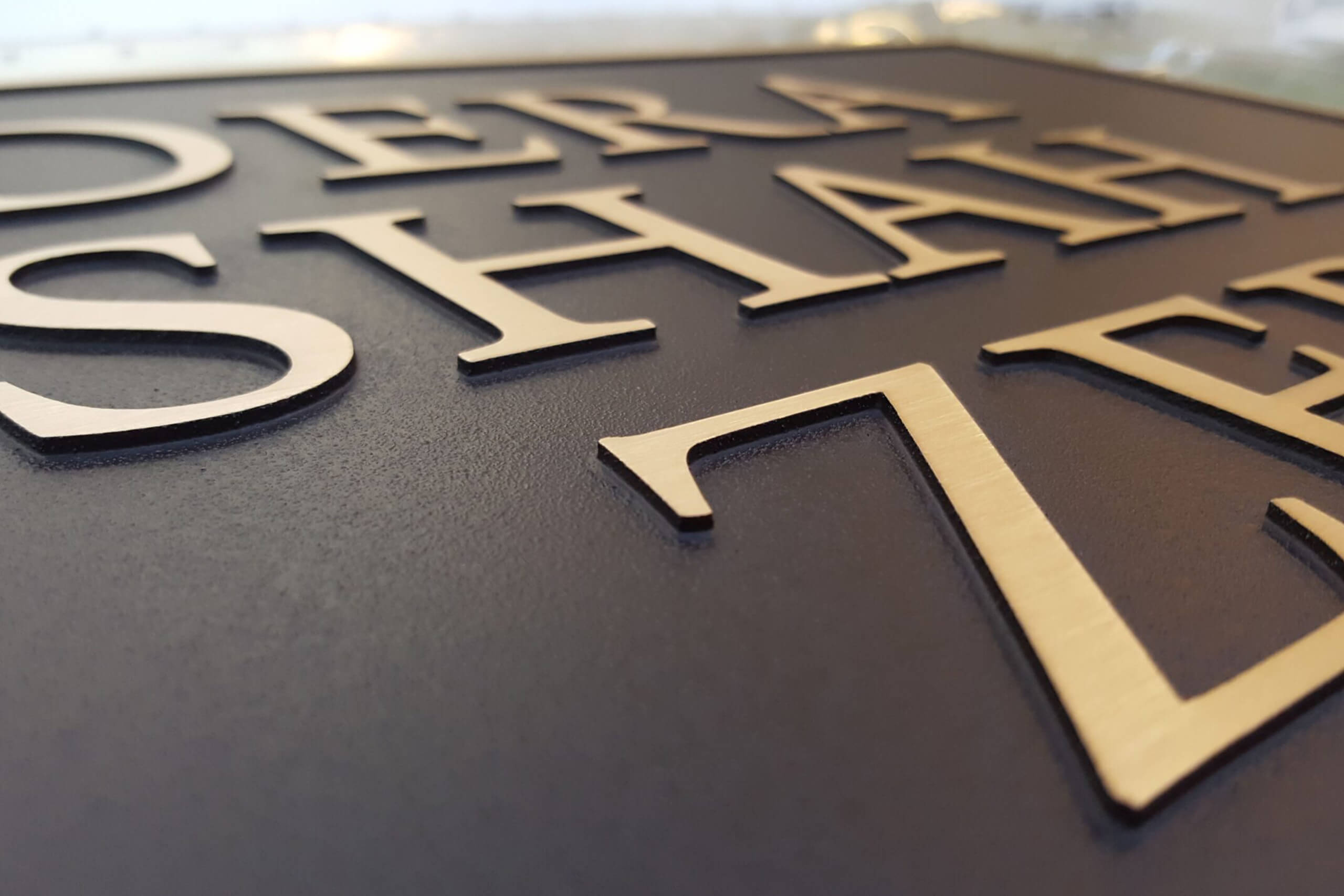 Metal Signs and Vinyl Signs – Unique Interior Office Signs and Their Benefits